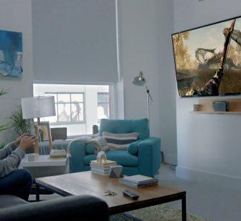 Plataforma concorre com consoles caseiros, tendo o Xbox One e o PlayStation 4 como concorrentes diretos.