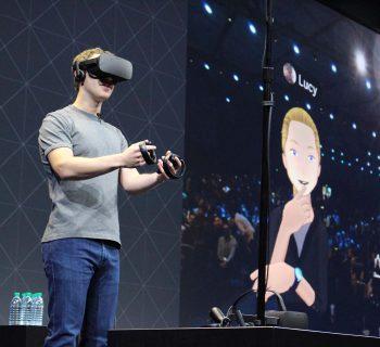 O Facebook comprou a Oculus pela bagatela de 2 bilhões de dólares.